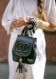 Buy your beige leather handbag CHANEL on Vestiaire Collective, the luxury consignment store online. Second-hand Beige leather handbag CHANEL Beige in Leather available. Mochila Chanel, Fashion Bags, Fashion Backpack, Fashion Shoes, Fashion Week, Fashion Handbags, Swag Fashion, Fashion Events, 60 Fashion