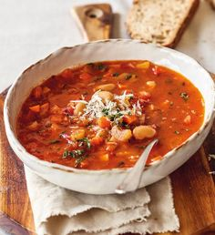 Zimní polévka minestrone | Recepty Albert Fall Dinner Recipes, Fall Recipes, Soup Recipes, Vegetarian Recipes, Healthy Recipes, Vegan Meals, No Salt Recipes, Italian Recipes, Italian Foods