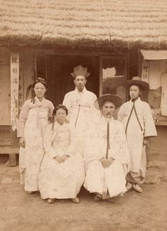 Korean Traditional Clothes, Traditional Outfits, Korean Photo, Korean Art, Old Pictures, Old Photos, Vintage Photos, Korean People, Classic Image