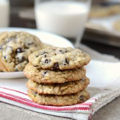 Best Oatmeal Chocolate Chip Cookies - Meatloaf and Melodrama White Chocolate Cookie Recipes, Oatmeal Chocolate Chip Cookie Recipe, Oatmeal Cookies, Peach Oatmeal, Best Oatmeal, Vanilla Cookies, Desert Recipes, Cheesecake Recipes, Meatloaf