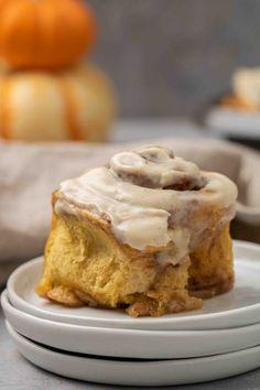 Cinnamon Roll Frosting, Cinnamon Roll Dough, Pumpkin Cinnamon Rolls, Yummy Treats, Yummy Food, Tasty, Christmas Breakfast Casserole, Coffee Cake Muffins, Homemade Frosting