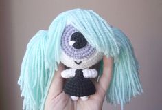 How to crochet Cecilia the cyclops crochet doll. Her head is a giant eyeball ! PDF file with written instructions (US terms) and schematics.