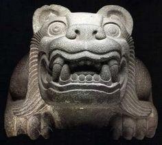 Jaguar Cuauhxicalli.  Eran recipientes de piedra ceremoniales usado por los mexicas/aztecas para colocar los corazones de los sacrifios humanos. Un cuahuxicalli era frecuentemente decorado con motivos zoomórficos, comúnmente águilas o jaguares. El jaguar fue xtraido de la zona arqueológica del Templo Mayor en la Ciudad de México y que se encuentran en el Museo del Templo Mayor.  Cultura mexica, período Posclásico. Tenochtitlan, México. mcba.