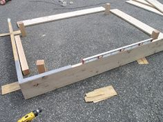 All wood sandbox plans After a year with the plastic turtle sandbox , it was time for an upgrade. Build A Sandbox, Wooden Sandbox, Small Woodworking Projects, Woodworking Plans, Sketchup Woodworking, Outdoor Activities For Kids, Family Activities, Outdoor Play Spaces, Water Tables