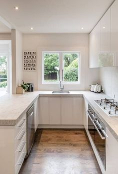 Examples The Most Efficient U-shaped Kitchen Design For Your Dream Kitchen Kitchen Room Design, Kitchen Cabinet Design, Modern Kitchen Design, Home Decor Kitchen, Kitchen Interior, Home Kitchens, Kitchen Ideas For Small Spaces Design, Small Kitchen Layouts, Kitchen On A Budget