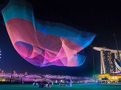 1.26 Singapore, 2014 - Ephemeral net-like floating sculpture by Janet Echelman.
