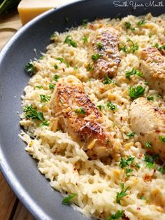 A quick and easy skillet meal with tender chicken scampi over perfectly cooked buttery, garlic parmesan rice. Chicken Scampi with Garlic Parmesan Rice - Chicken Scampi with Garlic Parmesan Rice New Recipes, Dinner Recipes, Cooking Recipes, Favorite Recipes, Healthy Recipes, Healthy Baking, Pizza Recipes, Crockpot Recipes, Burger Recipes