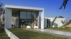 La maison Laucris réalisée par Benjamin Ballay Architecte dans les ...