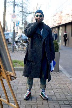 2017-03-12のファッションスナップ。着用アイテム・キーワードはコート, サングラス, スニーカー, デニム, ニットキャップ,Nike(ナイキ)etc. 理想の着こなし・コーディネートがきっとここに。| No:200958