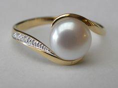 18kt gouden ring met parel en diamant 0.01ct €312 (nr2590) www.fannyvandenheuvel.be