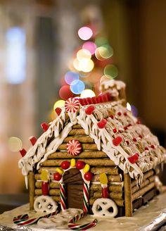 #Decorating #ginger #bread #house, a #fun, #cute and #delicious #cookie for #Christmas ! Un #gateau #amusant, #adorable et #délicieux pour #Noël !