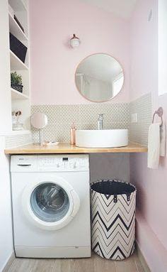 Une petite salle d'eau rose AdC l'Atelier d'à Côté : aménagement intérieur, design d'espace et décoration: --- Projet Avant/Après --- Une petite salle d'eau rose et une mini cuisine grise