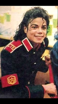 Michael at Cleveland Elementary in Stockton, CA. Janet Jackson, The Jackson Five, Michael Jackson Bad Era, Jackson Family, Michael Jackson Wallpaper, King Of Music, The Jacksons, Beautiful Person, Thriller