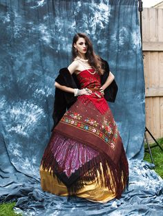 a-la-russe-misenko-russian-style-russischer-stil-new-look-pavlovsky-posad-shawls-la-russe-7 Russian Fashion, Russian Style, Typical Russian, Folk Fashion, Womens Fashion, Ethnic Outfits, Boho Gypsy, Color Combinations, Tie Dye Skirt