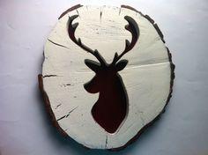 Cabeza de ciervo en rodaja de tronco XL por Planetasierra en Etsy, €50.99