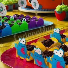 #festa #festas #party #festaemcasa #festejar #ideias  #festapersonalizada #scrapfesta #scrap #artesanal #feitopormim #cores #festejando #lucianabluz #homemade #handmade #kidsparty #festejar #decor #decoracao #decorando #festas #azul #blue #lembrancinha #marmitinha #doces #docinhos #brigadeiro #brownie #monstrinhos #temamonstrinho #monstrinhosdivertidos #verde #amarelo #carinha #boca #olhos #monstrinho #halloween #festainfantil #festanaescola