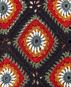 Transcendent Crochet a Solid Granny Square Ideas. Inconceivable Crochet a Solid Granny Square Ideas. Pull Crochet, Mode Crochet, Crochet Diy, Crochet Fall, Crochet Woman, Crochet Crafts, Crochet Motifs, Granny Square Crochet Pattern, Crochet Squares