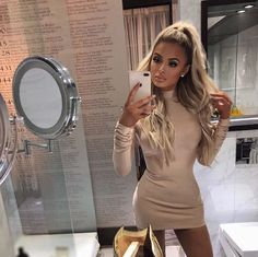 beautiful girls in tightdress Dresses Short, Casual Dresses, Classy Women, Sexy Women, Classy Winter Outfits, Love Fashion, Fashion Outfits, Blonde Hair Looks, Luxury Lifestyle Fashion