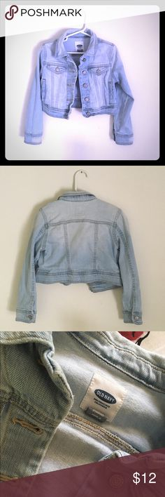 Old Navy Jean Jacket Old Navy jean jacket gently worn. EUC! Size XS (5) 98% Cotton 2% Spandex  Warm wash 🔅BUNDLE & SAVE🔅 ✅Smoke/Pet free home Old Navy Jackets & Coats Jean Jackets