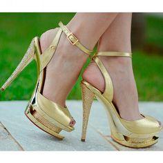 Gold!! #highsummercs Sapato que usei no meu casamento em 2015!!!!!