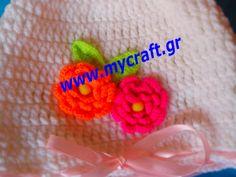 Σκουφάκι για κοριτσάκι με πλεχτά λουλουδάκια  με κορδέλλα, γίνεται σε ό,τι χρώμα και μέγεθος θέλετε. Hat for girls with knitted flowers, it can be done in any size and color you like.