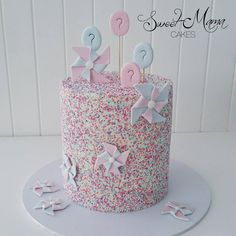 Gender reveal cake - boy or girl?? I can reveal that the inside of this cake was…