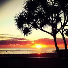More summer in Aus vibes! Sunrise on the Gold Coast, Australia. Perfection  #travel #wanderlust #adventure #explore #journey #bucketlist #australia #sunrise #goldcoast #burleigh #ocean #globalworkandtravel