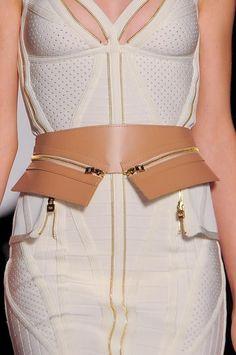 Hervé Léger by Max Azria at New York Fashion Week Spring 2014 - Details Runway Photos Fashion Week, Fashion Addict, Runway Fashion, Womens Fashion, Couture Details, Fashion Details, Fashion Design, Max Azria, Fashion Belts