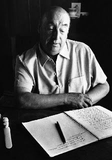 Picture of Pablo Neruda, writer and poet; twentieth century Chilean Literature and poetry Pablo Neruda, High Society, Roland Barthes, Black And White People, Bird Book, Literary Criticism, Poetry Art, King Art, Writers And Poets
