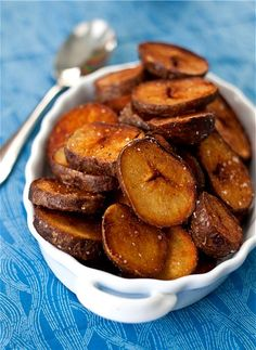 Crispy Cajun Potato Rounds - somewhere between a potato chip and a french fry, these fried potatoes are addicting! Creole Cooking, Cajun Cooking, Cajun Food, Cajun Recipes, Vegan Recipes, Cooking Recipes, Good Food, Yummy Food, Tasty