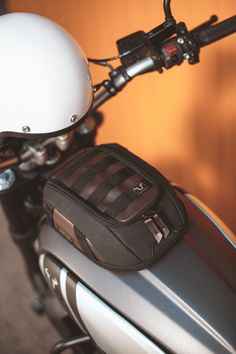 Tank Bag LT1 Powerful magnets provide secure mounting for the Legend Gear  Tank Bag LT1 even 65b754f77f566