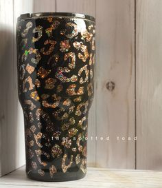 Diy Tumblers, Glitter Tumblers, Glitter Cups, Custom Tumblers, Cup Crafts, Diy And Crafts, Cheetah Makeup, Tumblr Cup, Decals For Yeti Cups