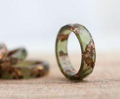 Stapelen van Resin Ring Deep korstmossen olijfgroen met Rose
