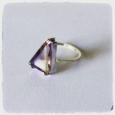 Singulari joias - anel triangular ametrino
