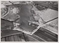Luchtfoto van de tuinstad Slotermeer gezien in noordoostelijke richting. Midden…