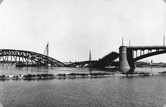 Foto van de vernielde Waalbrug bij Nijmegen in mei 1940