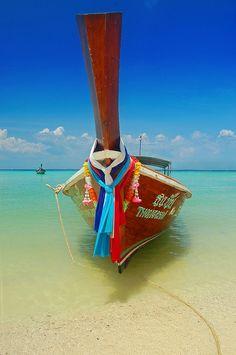 Buddhas @ Ayutthaya, Thailand --->>> www.voyagewave.com