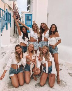 I bet you've seen a lot of Bachelorette parties, but these ideas are just adorable … Photo Best Friends, Best Friend Photos, Cute Friends, Best Friend Goals, Friend Pics, Best Friend Photography, Cute Friend Pictures, Jolie Photo, Foto Pose