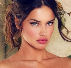 simple pretty makeup! healthy skin, lashes, and pink pouty lips. natural beauty for brunettes