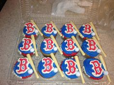 Boston Red Sox cupcakes Red Sox Cake, Sock Cupcakes, Boston Red Sox, Bakery, Sweets, Amanda, Birthday Ideas, Desserts, Party Ideas