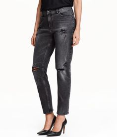 5-pocket jeans in washed stretch denim with heavily distressed details, a regular waist, and slightly wider, tapered legs.