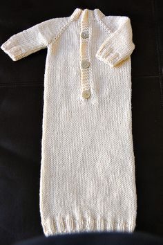 Ravelry: Mrs Brak's Dawstring Bottom Baby Kimono with Raglan Shaping pattern by Georgia Porter