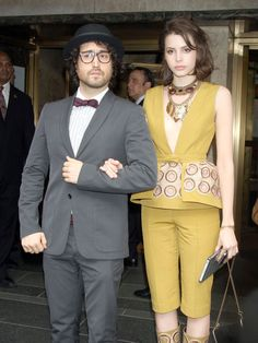could you be a hotter girlfriend, charlotte kemp, for the diminutive sean lennon?