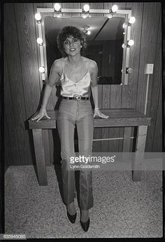 Linda Ronstadt in Her Dressing Room Linda Ronstadt, Memphis Belle, Gamine Style, Women Of Rock, Olivia Newton John, Beautiful Voice, Movie Photo, Female Singers, Dressing Room
