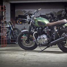 Triumph Bonneville HELLAPOPPIN:: Ton Up Garage.