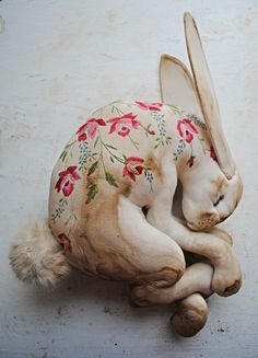 Textile sculpture: by the artist enigmatically named Mr Finch. Sleeping hare made from vintage table cloth - Obsessed with this for the corner of a daybed or a wicker love seat on a big screened in porch. Mr Finch, Mister Finch, Sculpture Textile, Soft Sculpture, Muñeca Diy, Like Animals, Little Doll, Vintage Textiles, Textile Artists