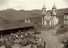 Marc Ferrez. O mercado e a Igreja de São Francisco, obra de Aleijadinho, c. 1880. Ouro Preto, Minas Gerais / Acervo IMS