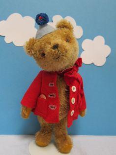 Sweet bear almost paddington-like!