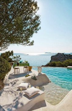 L` immobilier espagne bord de mer en 61 photos - Archzine.fr - Expolore the best and the special ideas about Luxury houses Luxury Swimming Pools, Dream Pools, Dream Vacations, Vacation Spots, Travel Aesthetic, Pool Designs, Luxury Travel, Exterior Design, Outdoor Living
