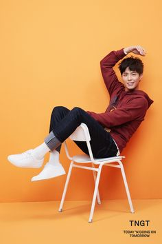 others – star media :: Park Bo Gum :: / page 12 Sitting Pose Reference, Human Poses Reference, Pose Reference Photo, Poses For Men, Male Poses, Girl Pose, Socks Outfit, Mode Kawaii, Sitting Poses